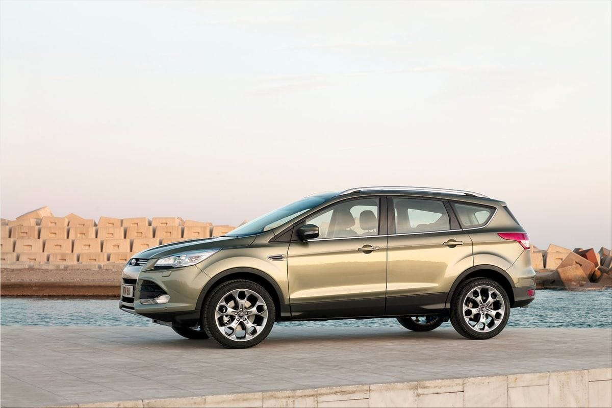 2013 ford kuga spacious dynamic ford car pictures. Black Bedroom Furniture Sets. Home Design Ideas