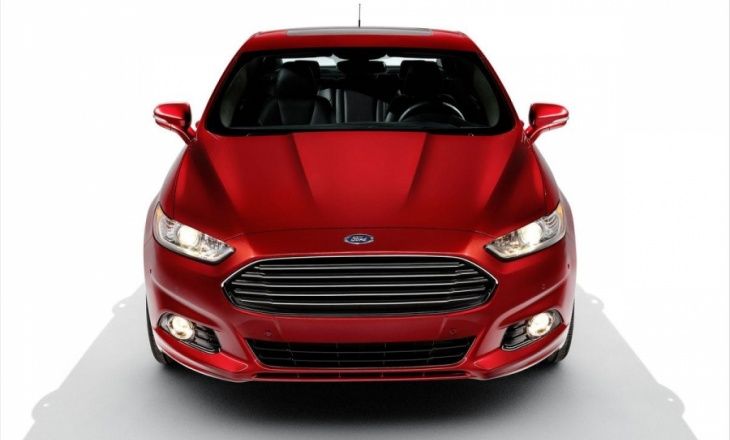 Ford Fusion offers hybrid and plug-in hybrid alternatives
