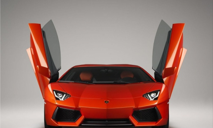 Lamborghini Aventador LP700-4 the future of the super sports car