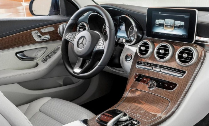 "Mercedes-Benz C-Class ""Car of the Year 2015"""
