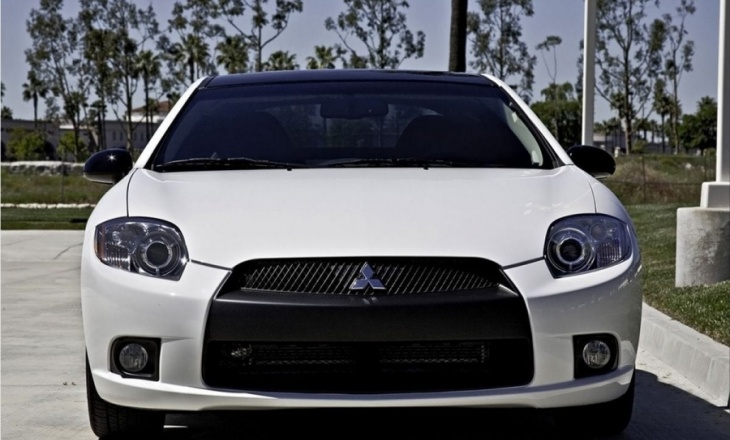 Mitsubishi Eclipse SE luxury performance sports coupe