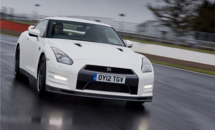 Nissan GT-R Track Pack - faster, lighter, harder