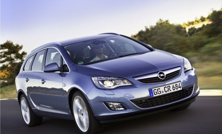 Opel Astra Sports Tourer athletic driving experience