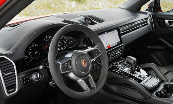 Porsche Cayenne Coupe with more power and more punch