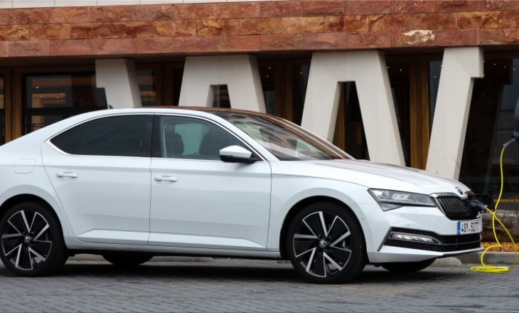 Skoda Superb facelift from 32,000 euros