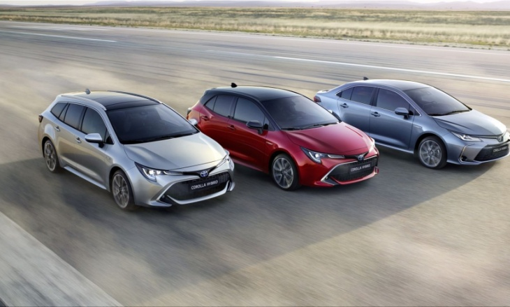Toyota Corolla Sedan: Photo gallery and official information