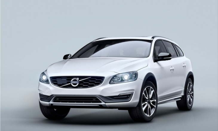Volvo V60 Cross Country debut at Los Angeles Auto Show