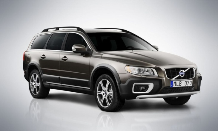 Volvo XC70 2012 with BLIS (Blind Spot Information System)