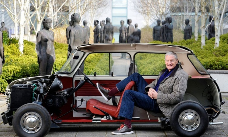 Dyson will manufacture premium electric cars